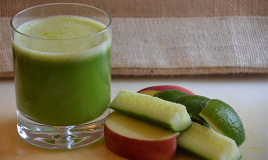 Ensalada tomate jugos verdes para desintoxicar el cuerpo y bajar de peso ejercicios