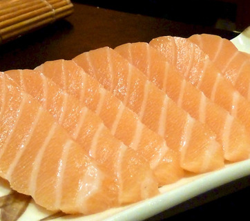 El riesgo de comer pescado crudo